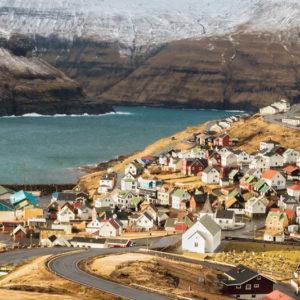 Autorundreisen Färöer Inseln Dorf Eidi