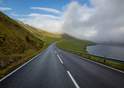 Straße auf den Färöer Inseln