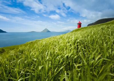 Leuchtturm nahe des Dorfes Velbastadur auf der Insel Koltur