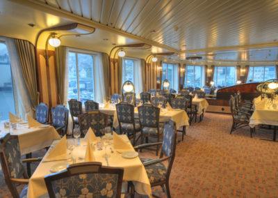 Restaurant an Bord der MS Finnmarken