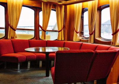 Salon auf der MS Lofoten