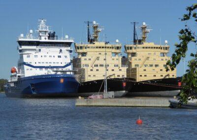 Eisbrecherflotte in Helsinki