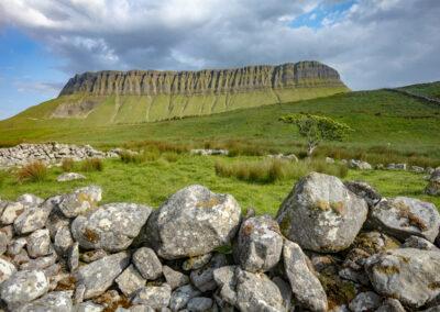 Der Berg Benbulben im County Sligo