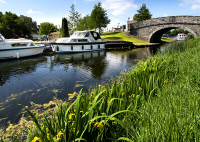 Boote auf dem Fluss Shannon im County Offaly
