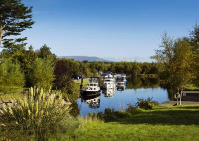 Boote bei Leitrim Village, County Leitrim