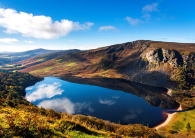 Lough Tay oder The Guinness Lake im County Wicklow