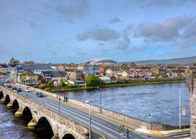 Blick auf Thomond Park vom King Johns Castle in Limerick