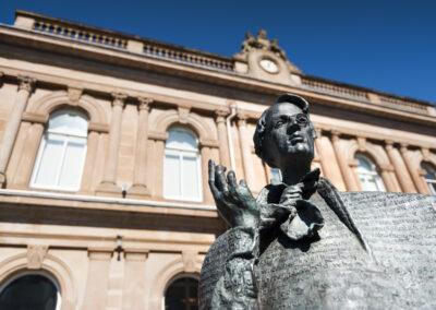 W.B. Yeats Statue vor der Ulster Bank in Sligo